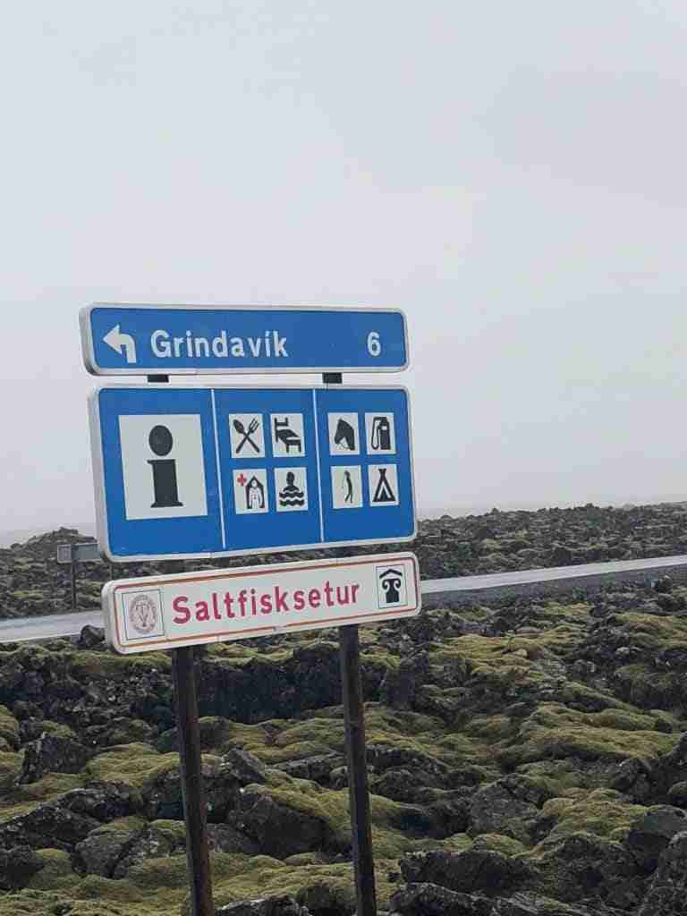follow road signs when travelling in iceland